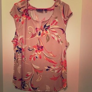 🌟🆕🐰NWOT NY & Company Light Pink Floral Top🐰🌟